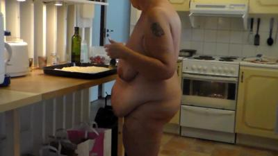 Jen is all Nude and Baking